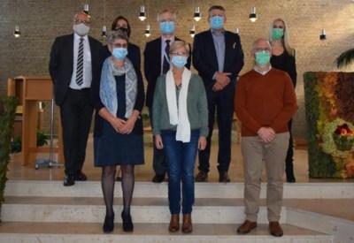 AZ Sint-Lucas zet personeelsleden met veertig jaar dienst extra in de bloemetjes