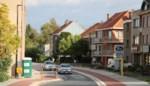 """Bewoners boos om nieuwe 'chicane' op drukke verkeersader: """"Als de bus stopt aan zijn halte, kan niemand meer door"""""""