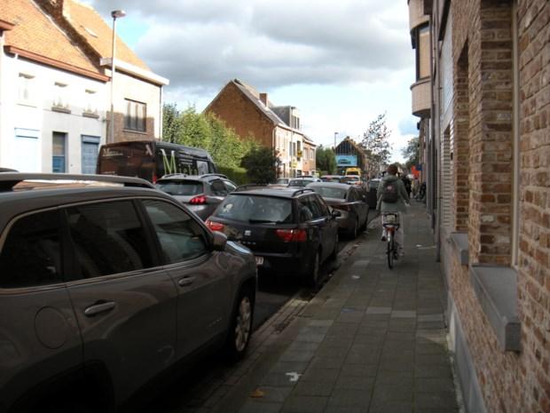 Nog te veel fietsers rijden op het voetpad omdat het op straat te druk is