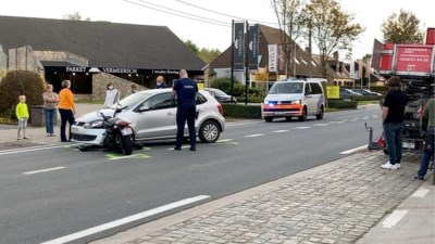 Motorrijder gewond na frontale botsing
