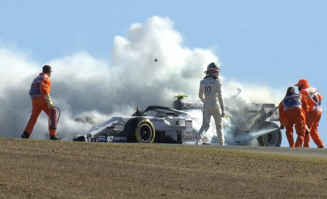 Spektakel in Portugal: F1-bolide vliegt in brand, aanrijding Max Verstappen met collega