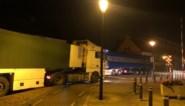 File in centrum Leopoldsburg door vastgereden vrachtwagen