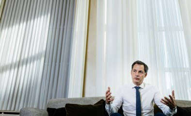 """Premier De Croo: """"We moeten nog minstens tot volgende zomer met corona leven"""""""