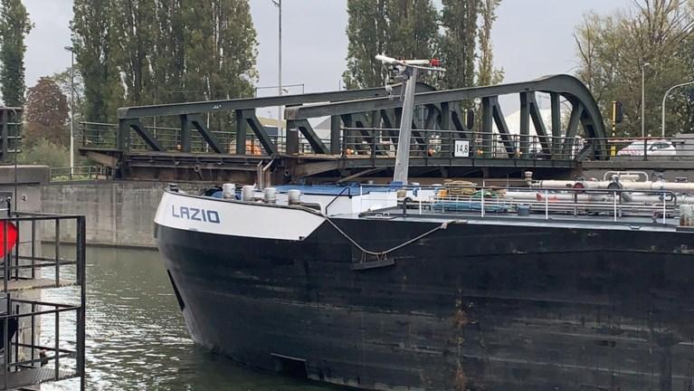 """Olietanker vaart tegen Meulestedebrug in Gent: """"Nog maanden afgesloten door stabiliteitsprobleem"""""""