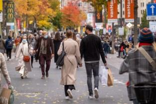 De ene verstrenging na de andere, maar we blijven winkelen: veel volk op de Antwerpse Meir