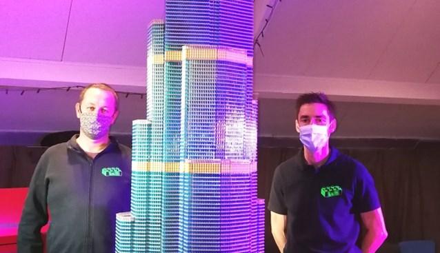 """300 uur gewerkt, maar Lego-versie van hoge toren in Dubai nu nergens te zien: """"Mijn werkstuk had hoger moeten zijn, maar dan had ik een gat in mijn dak moeten boren"""""""