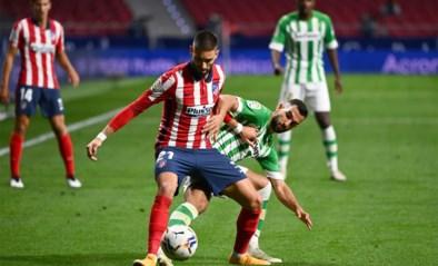 Atlético wint van Real Betis, invaller Carrasco valt uit met blessure