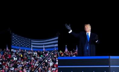 """Donald Trump zegt gevaren van corona """"bewust gebagatelliseerd"""" te hebben """"om geen paniek te zaaien"""
