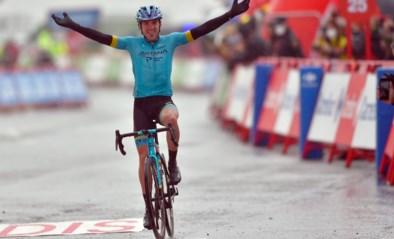 UITSLAG ETAPPE 6 VUELTA. Spektakel in Vuelta: Ion Izagirre wint kletsnatte bergrit, Carapaz neemt rode trui over van Roglic