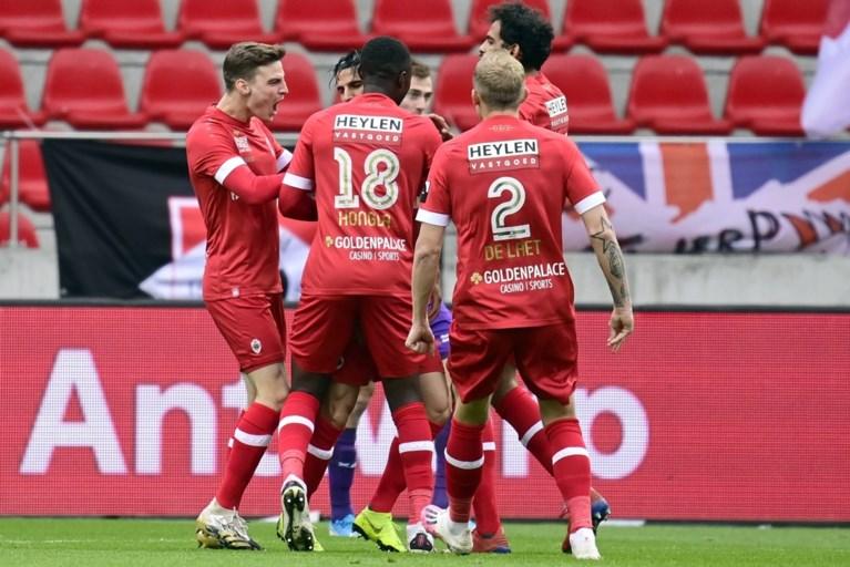 Antwerp is de Ploeg van 't Stad en meteen ook de nieuwe leider na zege in spannende derby tegen Beerschot