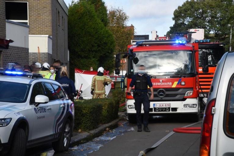 Brandweer treft lichaam van man aan met kleren in de hand: veertiger raakte net niet op tijd weg<BR />