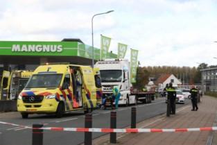 Nederlandse fietser (87) komt onder vrachtwagen terecht en sterft