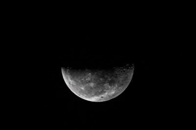 """NASA komt met """"spannende ontdekking"""" op de maan"""