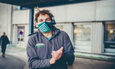 """Wanne (23) verpulvert wereldrecord door 3 uur te klappen voor de zorg: """"Ze verdienen het"""""""