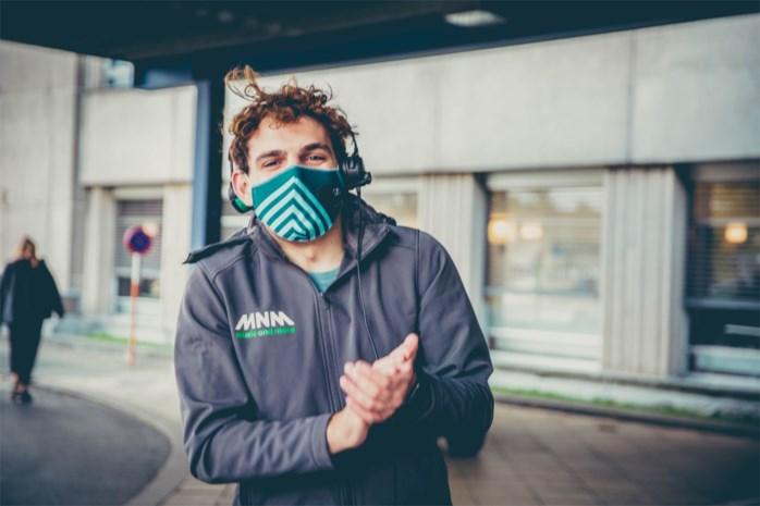 """MNM-dj Wanne (23) verpulvert wereldrecord door 3 uur te klappen voor de zorg: """"Ze verdienen het"""""""
