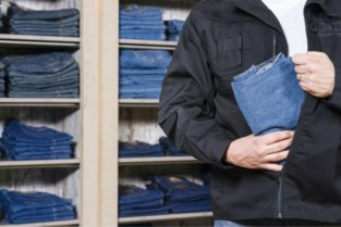 Man (56) en vrouw (38) uit Gent gearresteerd na enkele winkeldiefstallen in Lochristi