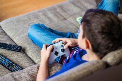 Hoe ga je als ouder om met een gamend kind? Zijn games wel veilig? En vooral: hoe lang laat je je kind gamen?