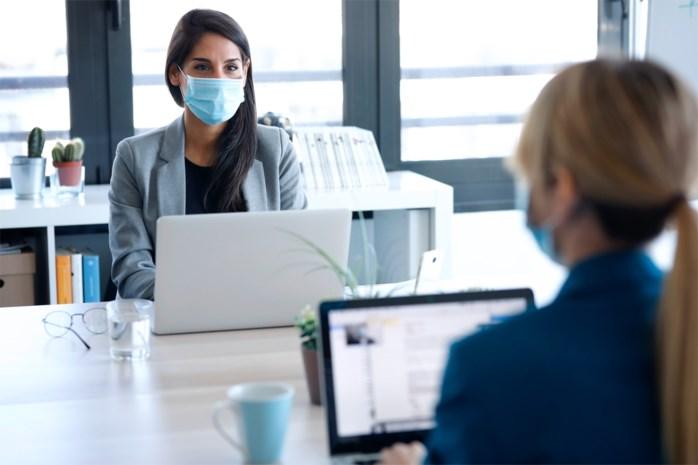 Kan je vervolgd worden als je mensen besmet met het coronavirus op het werk, op school of tijdens een etentje?