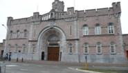 Tientallen gevangenen in quarantaine door... hun kapper