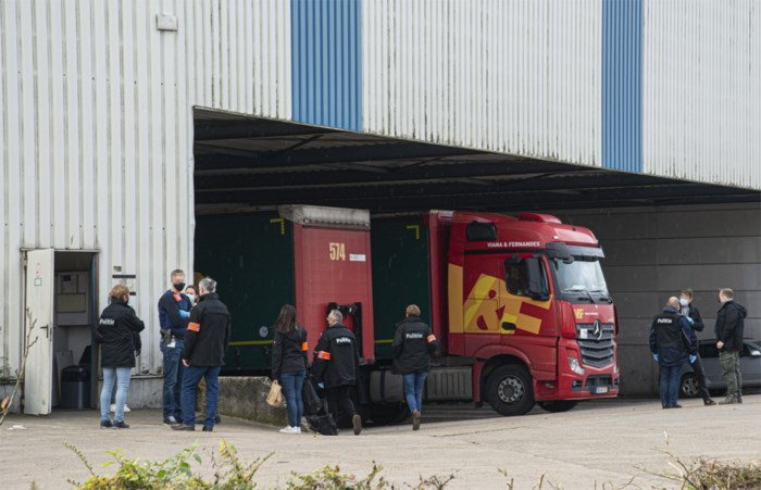"""Politie valt binnen bij transportbedrijf in onderzoek naar mensenhandel en uitbuiting: """"Transportsector moet opgekuist worden"""""""