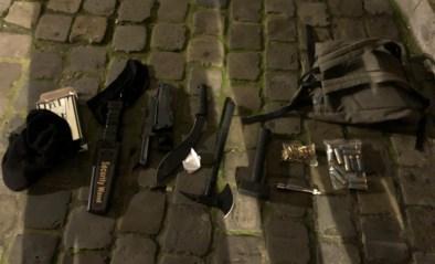 Zwaarbewapende persoon opgepakt aan Brussels politiekantoor, mogelijk aanslag verijdeld
