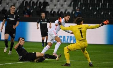 Invaller Eden Hazard ziet hoe zijn ploeg in extremis een (schamel) puntje pakt tegen M'Gladbach