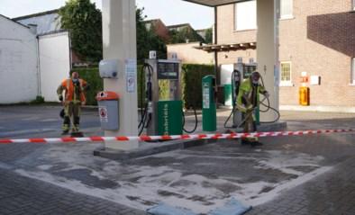 Diesel spuit in het rond tijdens tankbeurt