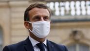 """President Macron kondigt lockdown aan maar """"economie mag niet stilvallen"""""""