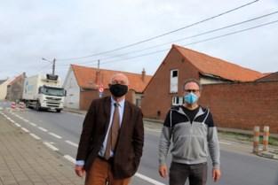 """Zwevegem en Avelgem vragen Vlaamse overheid oplossing voor zwaar verkeer in dorpskernen: """"Doorbraak ligt nu echt binnen handbereik"""""""