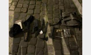 Gewapende man aan Brussels politiecommissariaat: onder aanhoudingsbevel
