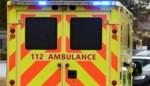 Bromfietser en fietsster zwaargewond na klap tegen voertuig
