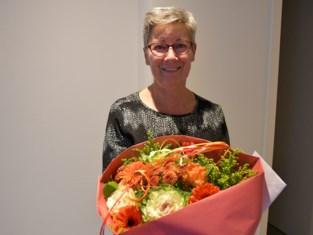 Paula krijgt bloemen voor 70ste verjaardag