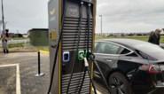 Tekort aan laadpalen problematisch: verkoop elektrische auto's stijgt dubbel zo snel als installatie laadpunten