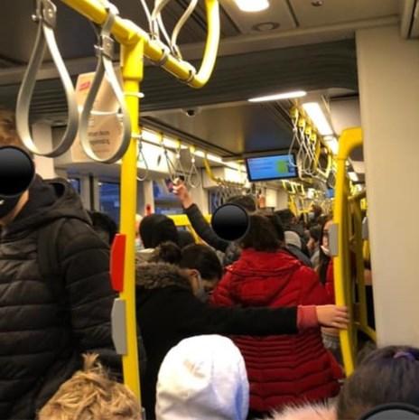 Trams blijven overvol zitten in Gent, De Lijn belooft extra capaciteit