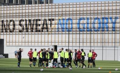 Harde kern Club Brugge wuift spelersbus uit voor duel Lazio: minstens 25 fans krijgen coronaboete