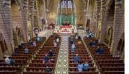 In veel kleine kerken op voorhand inschrijven om naar de mis te kunnen gaan