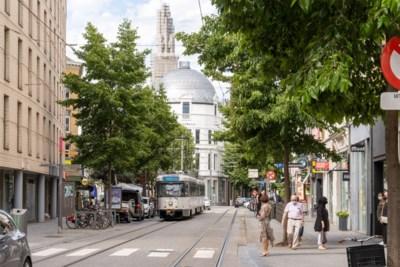 """Bijna alle winkels voor minstens zes weken dicht, dat is 4 miljard euro omzet weg: """"De zwartste dag voor ondernemers ooit"""""""