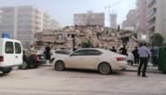 Turkije en Griekenland getroffen door zware aardbeving: beelden tonen ingestorte gebouwen en straten die overstromen, zeker 12 doden en meer dan 400 gewonden