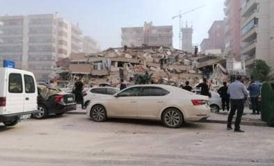 Turkije en Griekenland getroffen door zware aardbeving: beelden tonen ingestorte gebouwen en straten die overstromen, zeker 6 doden en meer dan tweehonderd gewonden