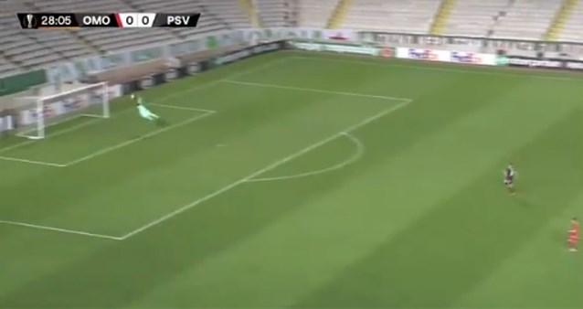 Jordi Gomez breekt record van Kemar Roofe met fabuleuze goal vanop 56 meter