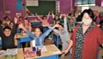 """Twee jaar na haar pensioen keert juf Thea (63) terug naar school door coronacrisis: """"Ik kan die kinderen toch niet aan hun lot wil overlaten?"""""""