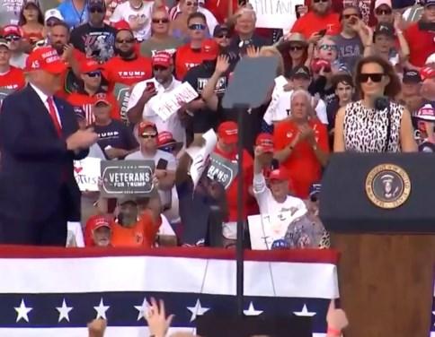 """Melania Trump: """"Wij zijn een land van hoop, niet van angst of zwakheid"""""""