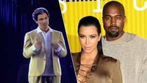 """Kanye West geeft jarige Kim Kardashian hologram van overleden papa: """"Een speciale verrassing uit de hemel"""""""