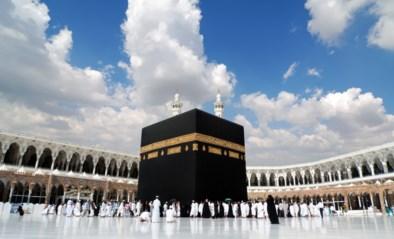 Man rijdt in op Grote Moskee in Mekka