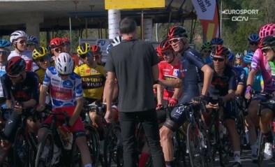Nu ook in Vuelta rennersprotest: Froome blijft stilstaan, peloton volgt voorbeeld… op een na