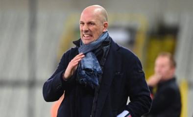 """Ruud Vormer voelde de bui tijdens de rust al hangen, Philippe Clement is """"razend"""" op zijn spelers: """"Ze hebben een groot probleem met mij"""""""