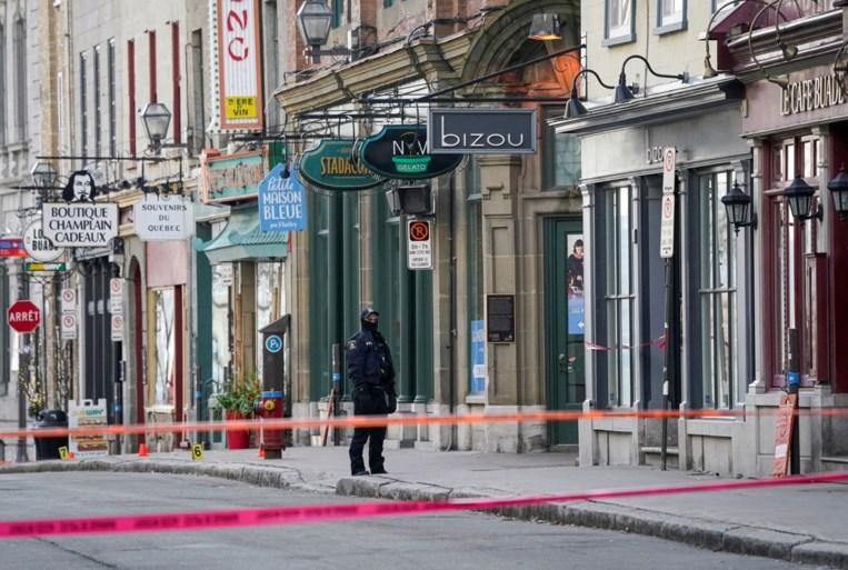 Man in middeleeuws kostuum valt mensen aan met Japans zwaard in centrum van Quebec: twee doden, vijf gewonden