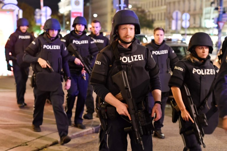Terreur in Wenen: laatste terrasjesavond voor lockdown wordt bloedbad