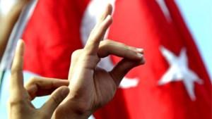 """Frankrijk verbiedt officieel Turkse Grijze Wolven, Turkije noemt het """"provocatie"""""""