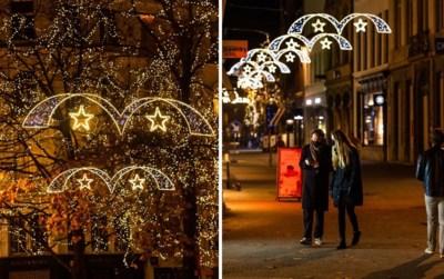"""Kerstverlichting in Antwerpen al aan om """"licht te brengen in deze donkere periode"""". Maar hoe goed werkt dat?"""